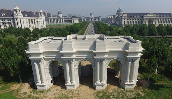 2016年8月31日,郑州龙子湖高校园区内的河南农业大学山寨版连体
