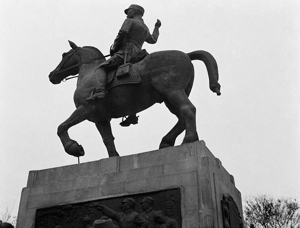 为人民英雄纪念碑创作浮雕的刘开渠,把雕塑还给大写的