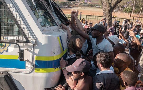 """一篇文章看懂南非""""学费必须下降""""运动-激流网"""