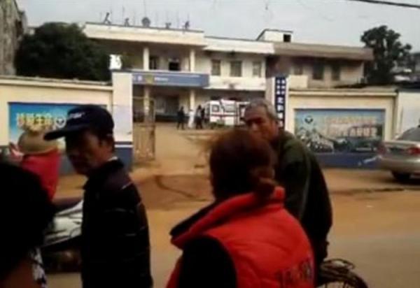 广东雷州一盗窃前科男子携刀具在派出所闹事,捅伤副所长被抓