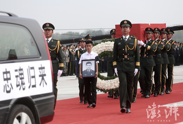 杨树朋维和战士照片