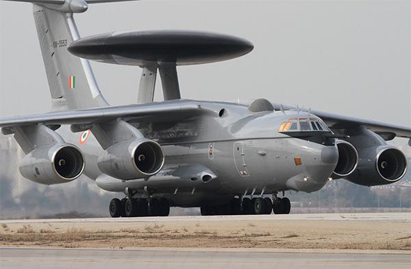 该机采用了有源相控阵雷达及飞机外皮与天线阵融合为