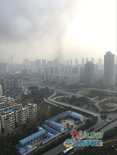 南昌一家星级酒店发生火灾,目击者称有人被困 火势很大 南昌星级酒