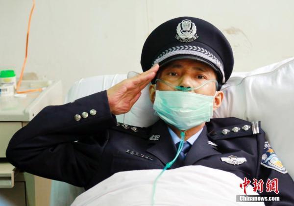 前几日,45岁的社区民警阿乐因患淋巴癌病逝,网上关于他的文章阅读超过