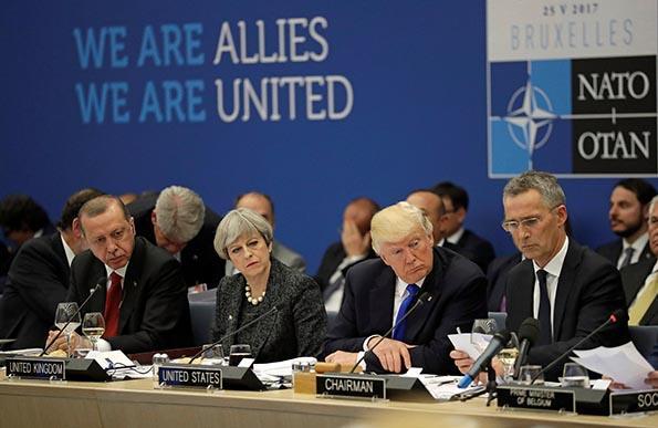 特朗普在北约峰会上猛批盟友不交军费