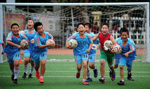 暑假如何给孩子安排体育活动,不能再宅着打王者荣耀了