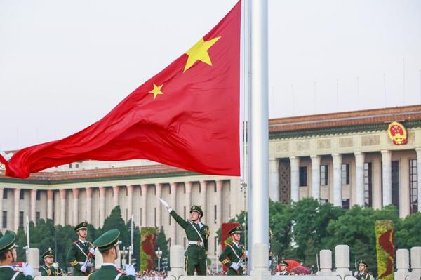 用实际行动捍卫国旗尊严,维护国家形象.
