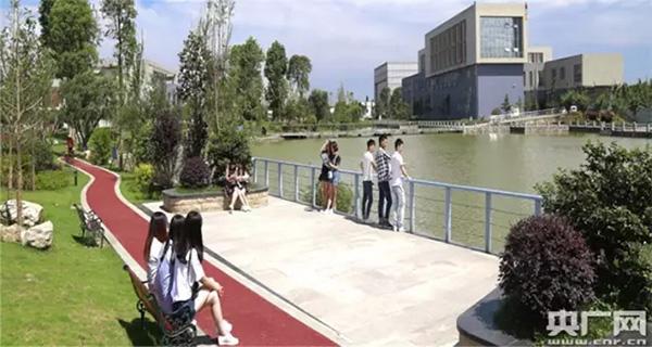 四川一高校拟建成3A级景区高护学校引网友热议:校园该不该成为景区
