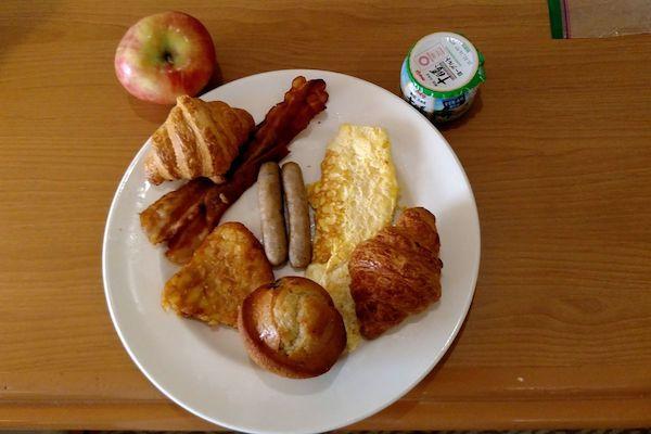 一位乘客在外交媒体上发出的食物照片