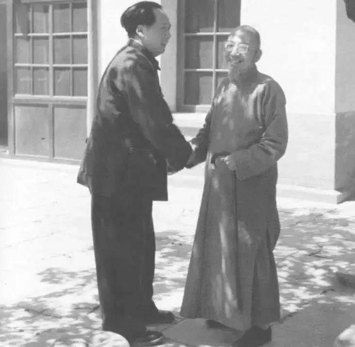 毛泽东主席与挚友柳亚子先生合影 柳亚子(1887-1958),著名文学家、社会活动家、民主人士,曾任中央人民政府委员。