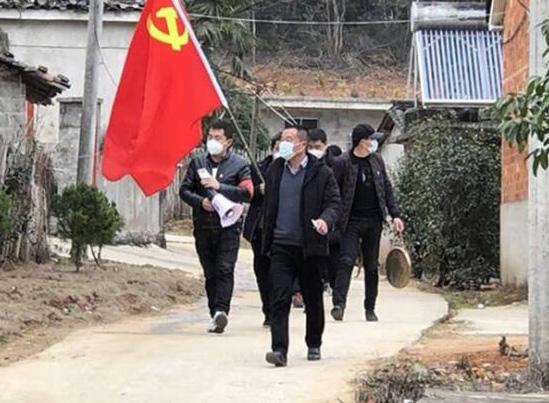 江西浮梁县,乡村末端预警广播、喊话器、铜锣等防汛预警设备被投入到疫情防控舆论宣传中。