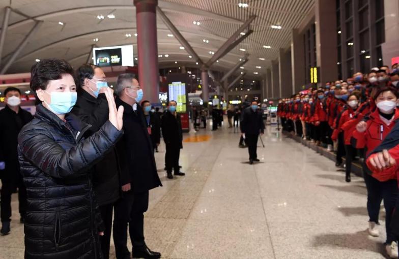贵州省第六批援鄂医疗队出征 谌贻琴 邓海华到机场送行