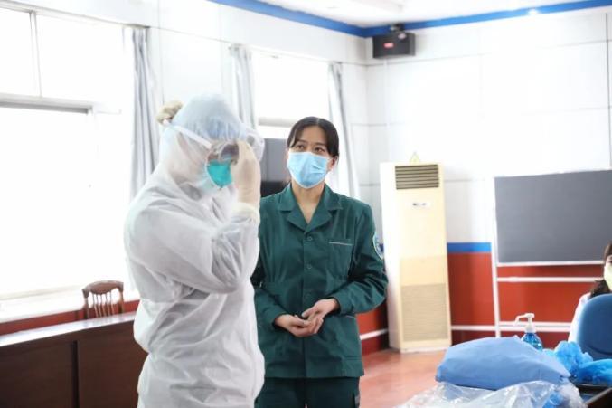 市妇幼保健院组织开展医务人员防护用品使用培训会