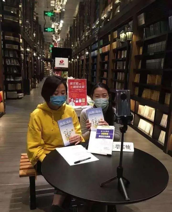 """上海钟书阁经过淘宝直播发首""""无人书店""""运动。"""