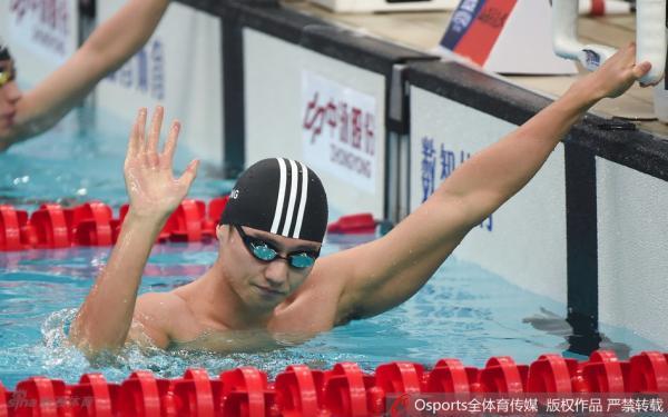 找回自我!宁泽涛100米自由泳夺金:我从男孩成长为了男人