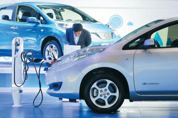 而即将落地的双积分政策,旨在使汽车企业的新能源积分和油耗积分并驾