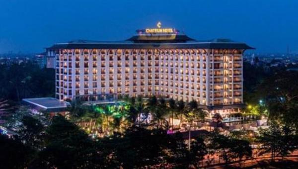 缅甸仰光最大柚木酒店失火,一名中国澳门居民逃生时坠落受伤