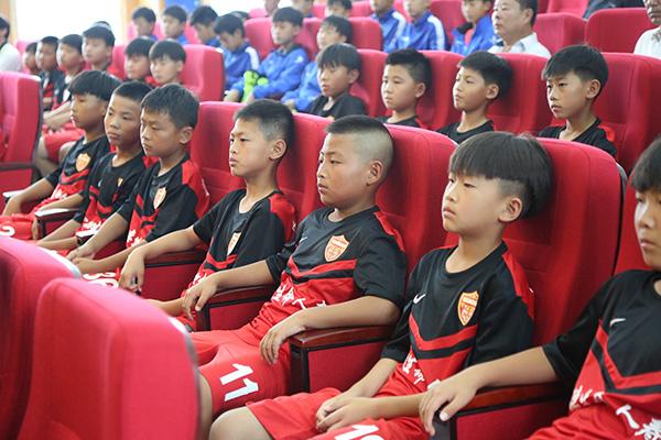 人民日报:延边喀什或成足球青训特区,欧洲将有中国青训中心