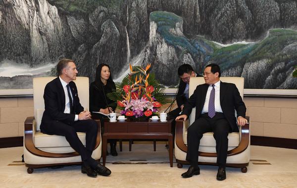 李强会见星巴克董事会执行主席:上海将一如既往优化营商环境