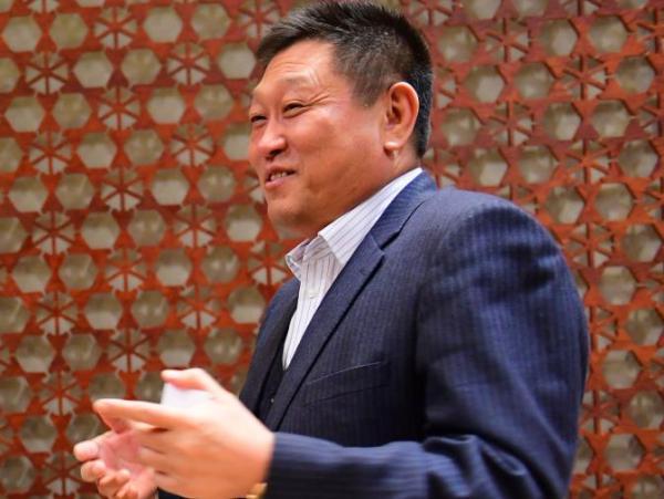 辉山乳业董事长杨凯被法院列为老赖,乘火车、