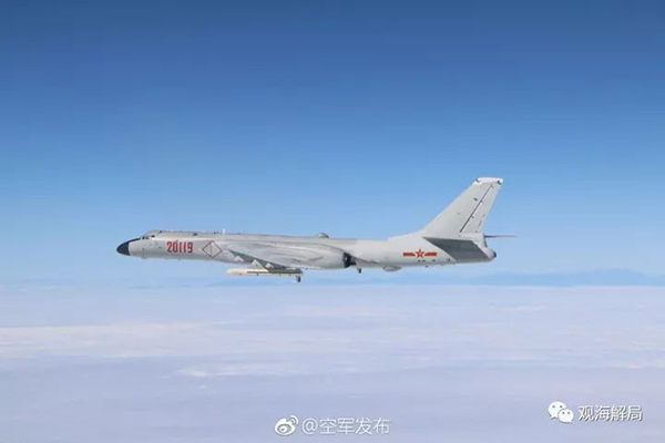 """远航988天后,空军首次用""""绕岛巡航""""一词杨受成和胡兵"""
