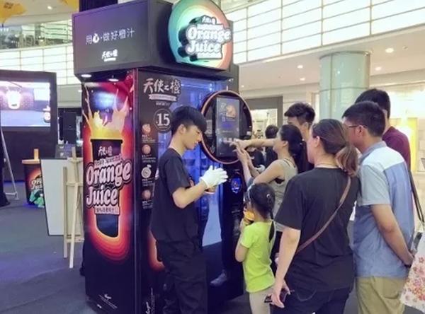 上海一无人橙汁机被指果汁有黑渣,市食药监已约谈公司