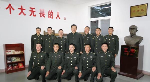 """张德江:学习践行""""两不怕""""精神,争做新时代王杰式好战士"""