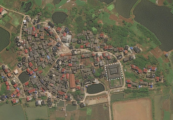 浙江金华兰溪的西姜村,白虚线标出的是西姜祠堂.(图片来谷歌地图)