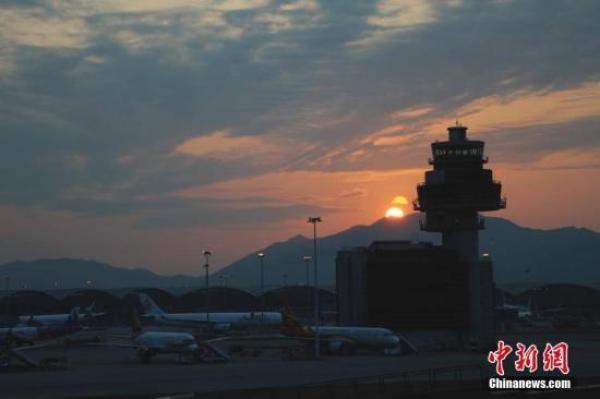 香港机场一航班起飞滑行时另一飞机横越跑道,起飞中止无人伤