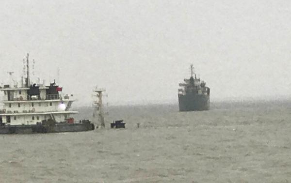 上海吴淞口凌晨发生沉船事故:10名船员失踪,海警连夜搜救