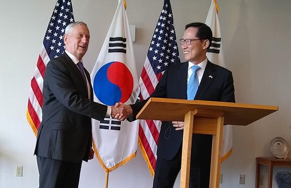 美韩防长在夏威夷谈朝鲜标题:重申无核化目的