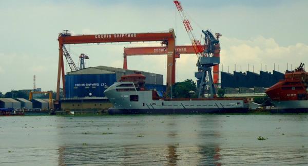 印度最大造船厂发生油轮爆炸,至少5人死亡11人