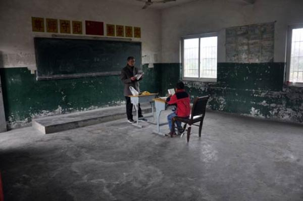 江西九江的孤独村小:两老师一学生,日常运行仍严格遵循规定