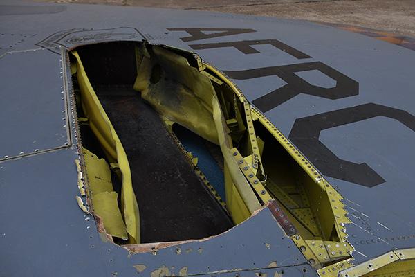 """52轰炸机被曝去年曾遭闪电""""袭击"""",机尾出现大洞"""