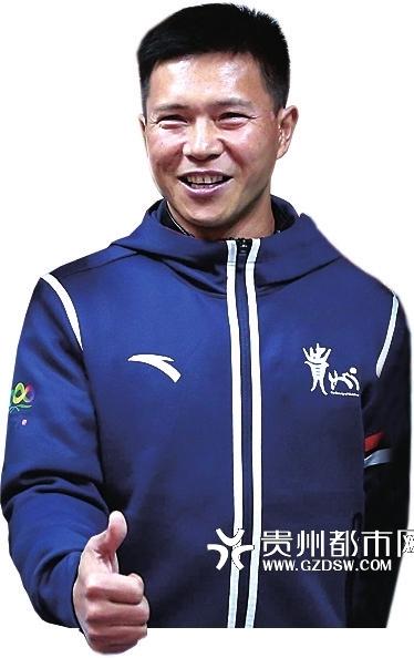 贵州青年白斌拟从南极跑到北极,全程相当于六