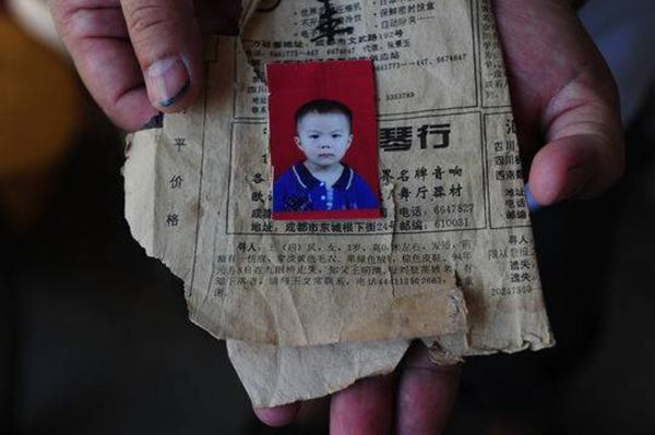 成都网约车司机用24年成功找到失踪女儿,曾逢人便发寻女卡