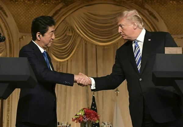 美国佛州棕榈滩,美国总统特朗普与日本首相安倍晋三于美国东部时间4月图片