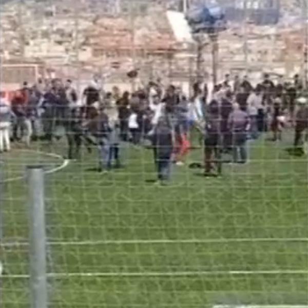 西班牙巴塞罗那一足球场发生舞台垮塌事故,1