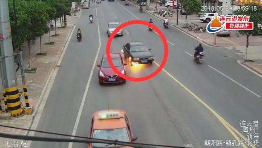 问政视频|连云港一轿车起火民警被爆炸