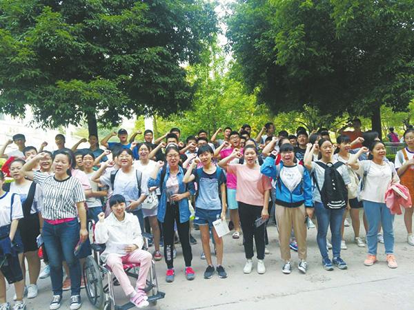 资阳一脑瘫高考女生获准每场测验延时30%,两民警保管试卷(责编保举:高测验题jxfudao.com)