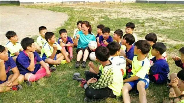 阜阳一乡村学校引起国际米兰关注,将派专业教练来传授足球