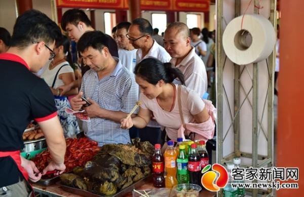 """第五届家博会美食节开幕,吸引逾万名""""吃货"""""""