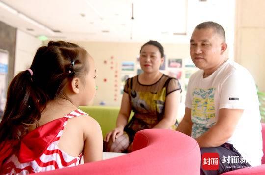 夫妻照顾重病弃婴8年为救性命急寻养女亲