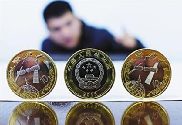 其朋友将他拉到一个专门研究炒卖纪念币的互联网社交群,群主发了一个图片