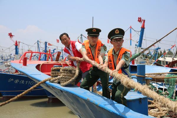 上海公安边防部队 迅速行动应对 安比 台风来袭