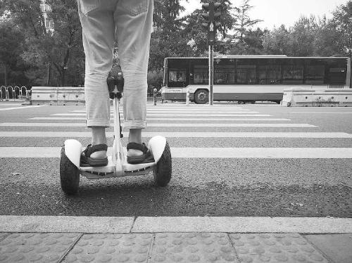 电动滑板车风波不断,专家:行业规范和法律法规应更明确