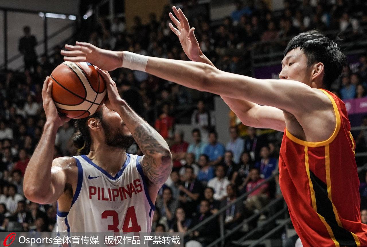 中国男篮2分险胜菲律宾,场边的姚明终于能松口